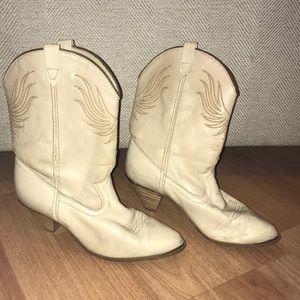Vintage cream 70s dingo western cowgirl boots 8.5